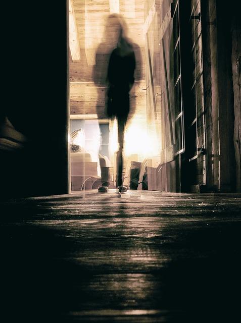 por que espíritos aparecem em fotos?