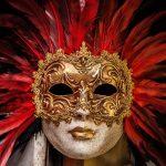 máscara de carnaval dourada